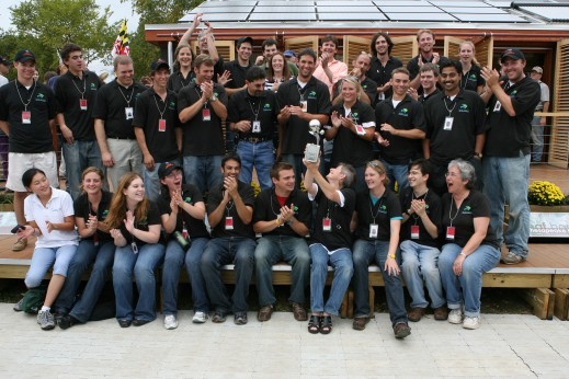 Photo of entire 2007 team in front of LEAFHouse on the National Mall.